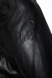 Notus Sleeve Emboss Black